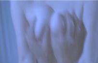 たわわな乳房を揉む