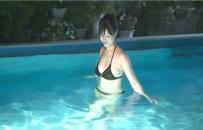 プールに入った紗弓