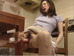 業者を家に誘い込みセックスしまくる欲求不満の人妻