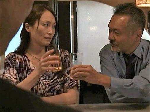 行きずりの妻子持ちの男とヤリまくる熟女妻