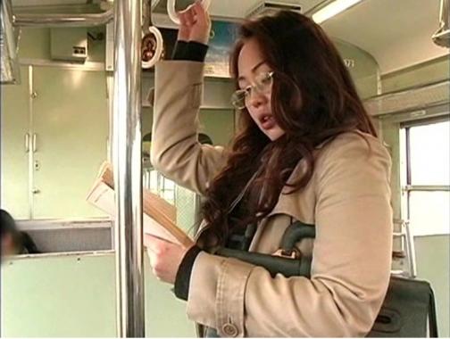 女教師が通勤列車で行きずりの男とホテルでヤリまくる