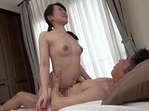 野良仕事をしている熟女をナンパしてマッサージからセックスに発展する