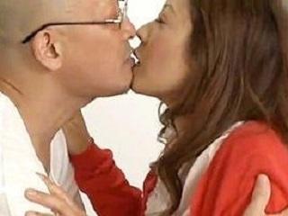 【ヘンリー塚本】セックスがしたくて既婚男の家に裏口から侵入する痴女