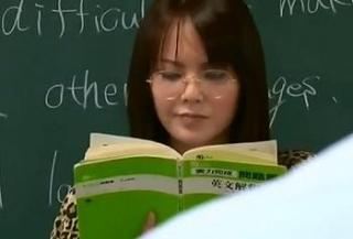 [ヘンリー塚本]メガネ美人な先生の招待はド淫乱というギャップが良い [有沢りさ]
