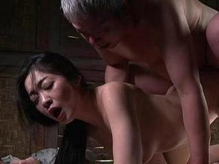 【ヘンリー塚本】外で無理やり挿入される肉付きのいい変態巨乳熟女♥