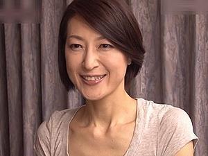 50代の良妻賢母な感じの継母だが・・・まさかのタブーSEX!!