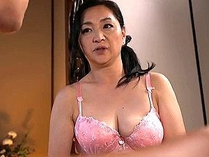 デカパイ爆乳の50代ママとすっかり男と女の関係になり・・・相姦性活!
