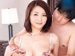 熟女の大きくて茶色になった乳首を息子に吸わせ子宮を突かれると喘ぐ熟女ママ