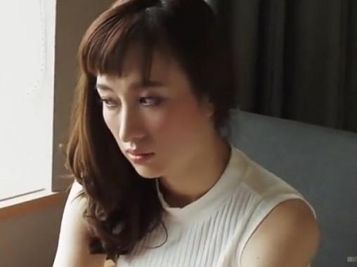 【舞ワイフ】絶対的透明感をもつ美貌の三十路人妻!官能の姿をはじめて晒した浮気SEX!岡田美咲