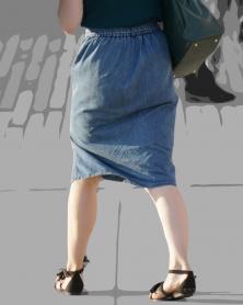 ノースリーブにデニムのスカート