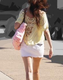 ホワイトデニムのミニスカート
