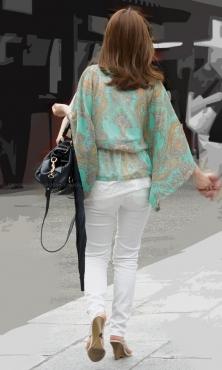 食い込みヒップラインが綺麗なタイトホワイトパンツ