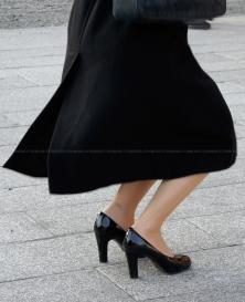 ナチュストの質感が素晴らしいスレンダー美脚