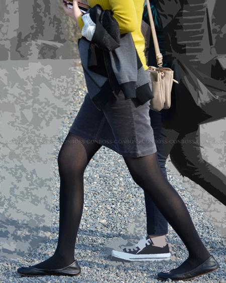 厚手黒タイツを履いた綺麗な美脚ライン