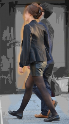 質感の良い黒タイツ美脚