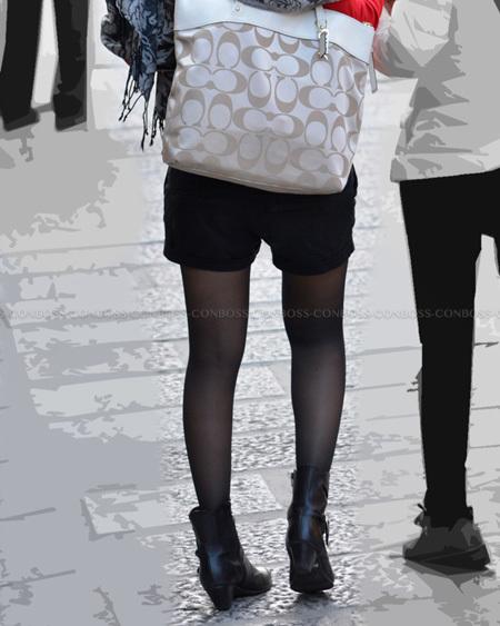 むっちり美脚の質感の良い黒タイツ