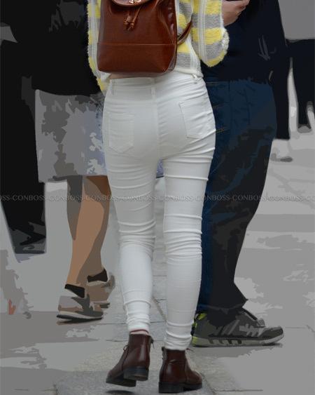 ハードに透けちゃうぴったりホワイトパンツ