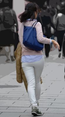 ノーポケホワイトパンツのぴったりヒップライン