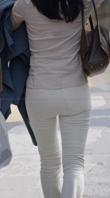 ぴったりパンツにガードル履いたヒップライン