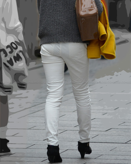 スレンダームッチリ美尻に食い込むタイトなホワイトパンツ