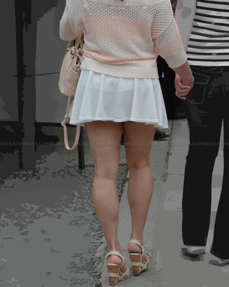 見えちゃいそうな程短いミニスカート