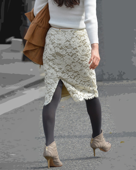 タイトスカートとカラータイツの美シルエット