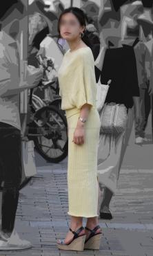 お尻のぷっくりラインが綺麗なタイトスカート