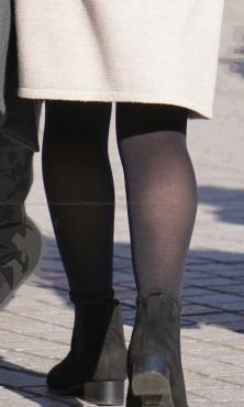 質感良好ザラザラ質感の黒タイツ