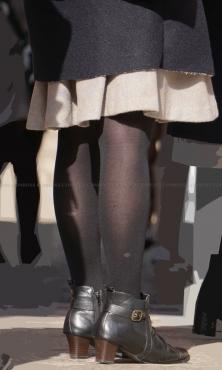 質感の良いザラザラ生地の黒タイツ