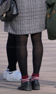 細脚シルエットが綺麗な黒タイツ