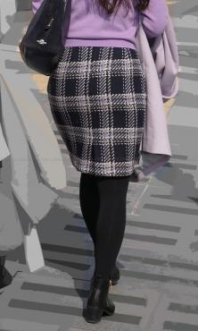 ツイードのタイトスカートに黒タイツ