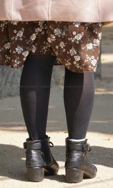 美脚シルエットが素敵な黒タイツ