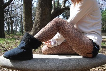 豹柄タイツにマイクロショートパンツ