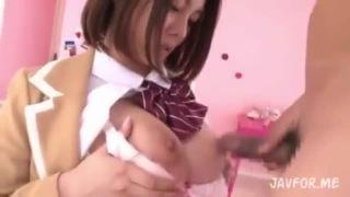 【松岡ちな】爆乳女子高生に制服を着せたままパイズリからのおっぱい揺らしセックス!