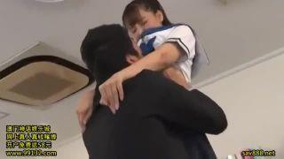 美人娘女子高生【三上悠亜】のパンチラに教師が耐えられずそのまま遅いかかる!