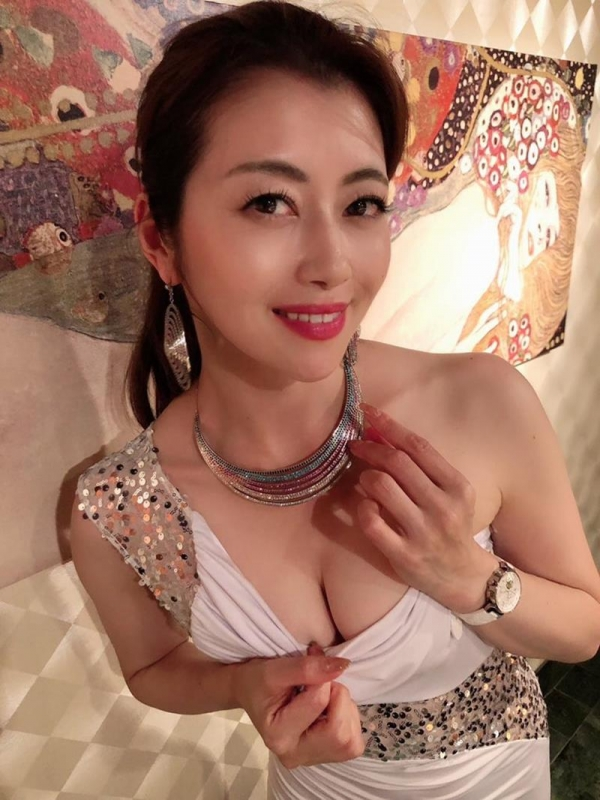 お色気ムンムン人妻の誘惑 美熟女 北条麻妃さんエロ画像36枚のa11枚目