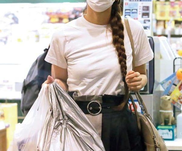 【画像あり】渋谷で買い物してる安室奈美恵(41)さんの私服wwww