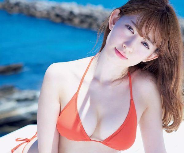 小嶋陽菜 29歳の美巨乳がコチラ【エロ画像 】