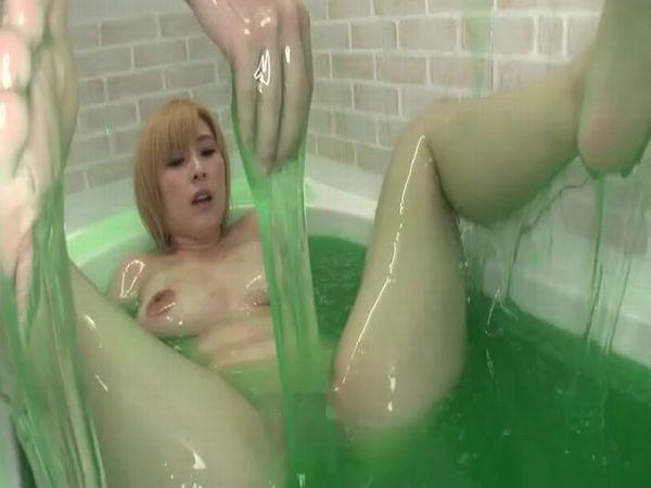 ローションで満杯のヌルヌル風呂でセックスするとこうなるwww