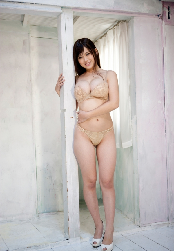 スレンダー巨乳画像 細身のデカパイ美女130枚の104枚目