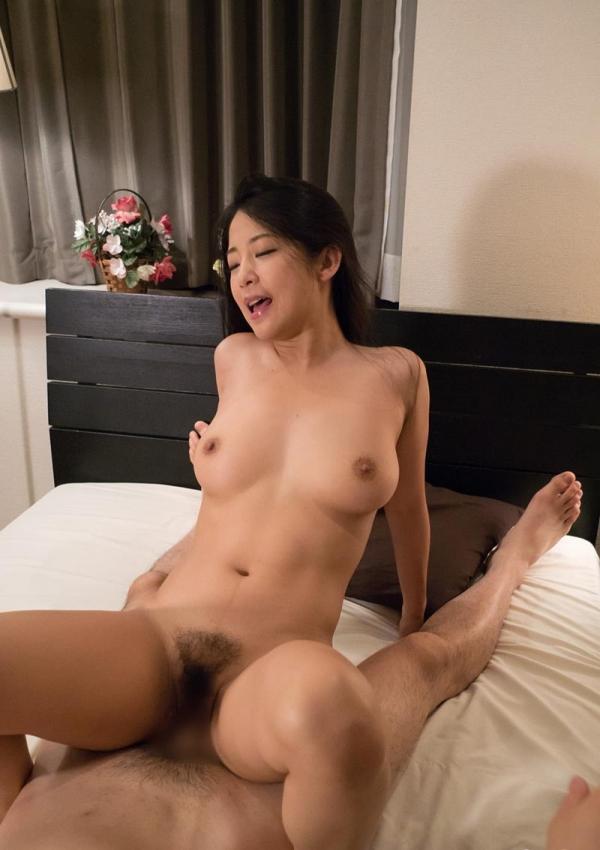 セックスレスな30代熟女の白昼不倫エロ画像40枚の2