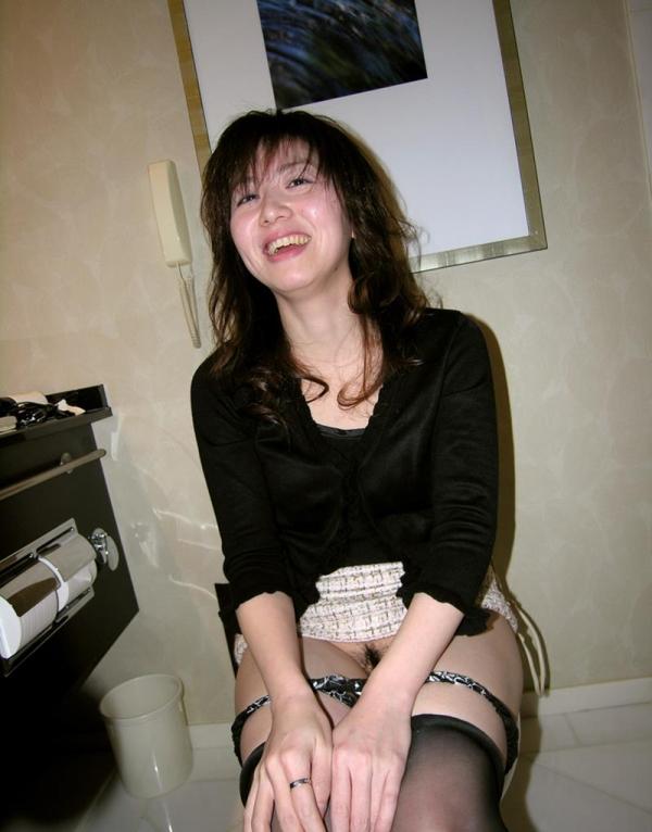 性欲を持て余し夫だけでは満足出来ない30代の人妻達 浮気エロ画像70枚の052枚目