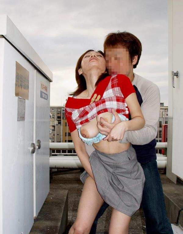 性欲を持て余し夫だけでは満足出来ない30代の人妻達 浮気エロ画像70枚の063枚目