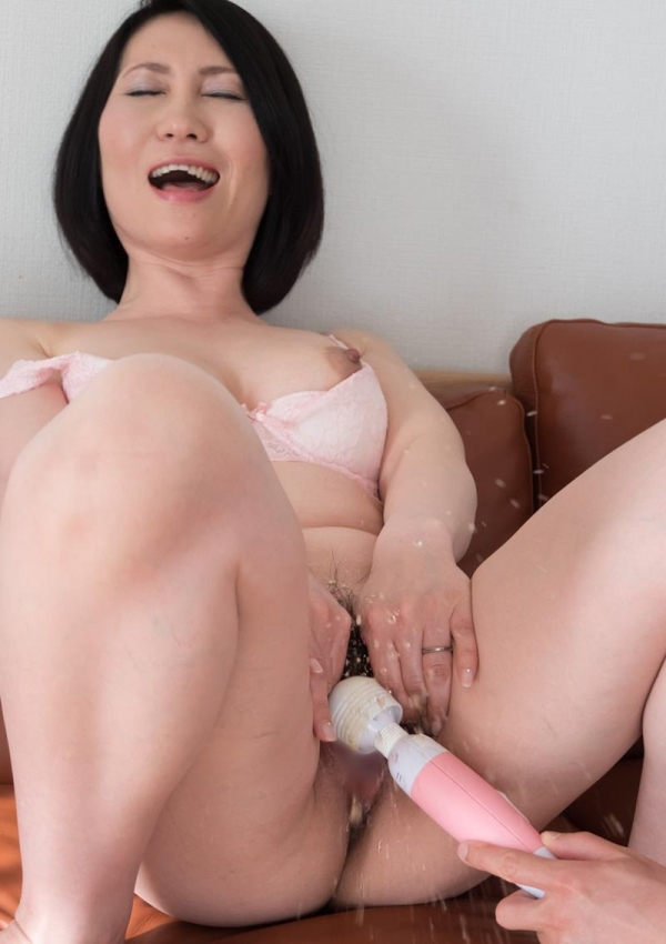 セックスレスで欲求不満な四十路妻が寝取られてるエロ画像80枚の032枚目