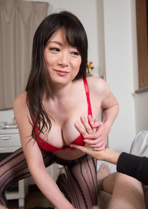 セックスレスで欲求不満な四十路熟女が久しぶりにセックスしてるエロ画像50枚の035枚目