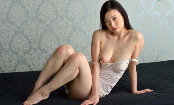 四十路熟女の下着スリップ姿 福元美砂恵エロ画像64枚の1