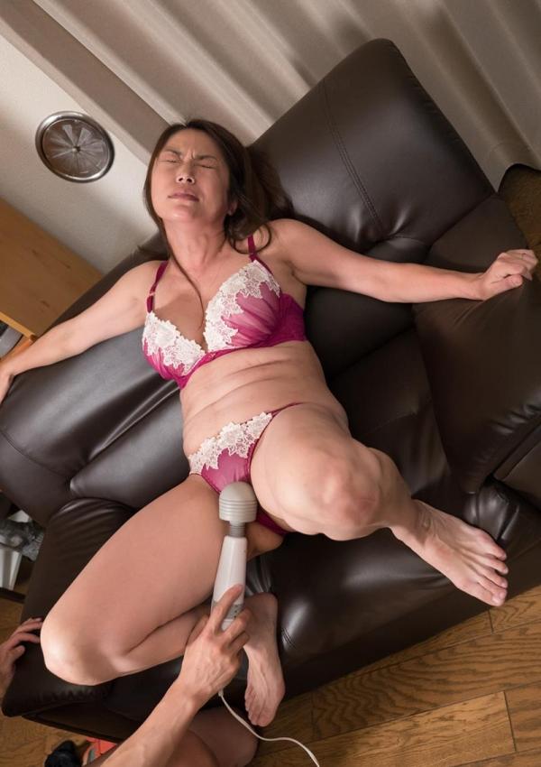 どスケベな淫乱おばさん、40代熟女のエロ画像50枚の45枚目
