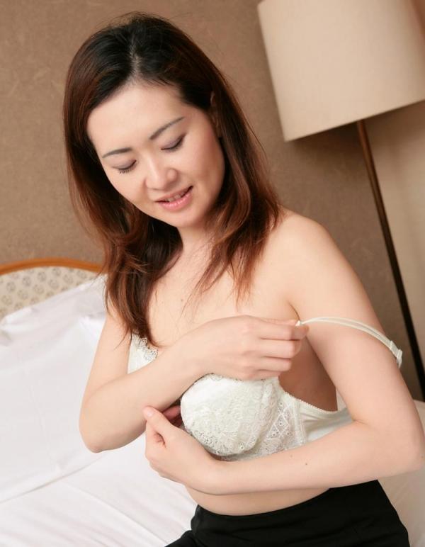 40代熟女エロ画像 セックスレスの奥様が久しぶりにセックス60枚の06枚目