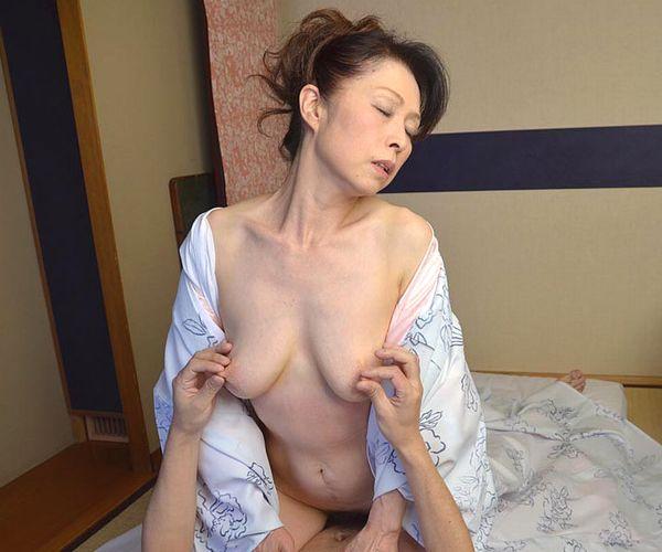 老化が否めない五十路の着物熟女のセックス画像22枚の1