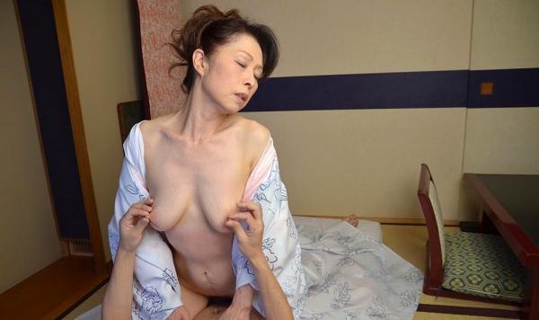老化が否めない五十路の着物熟女のセックス画像22枚の19番